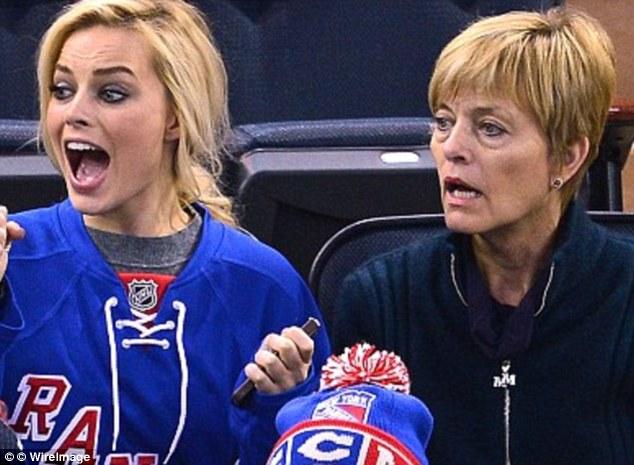 Margot Robbie mother