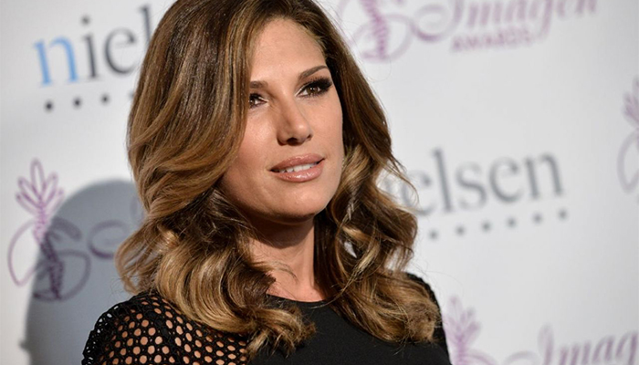 Know Daisy Fuentes married