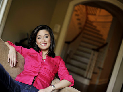 Bloomberg TV host Betty Liu divorced Benjamin Walter and then married Bill. Betty Liu has twin children Dylan and Zachary. Know Betty Liu Wiki, Age, Height, and more.