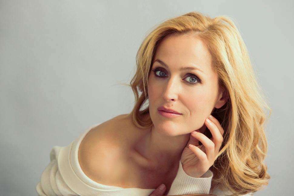 Gillian Anderson, married, divorced, net worth, husband, age, height, parents