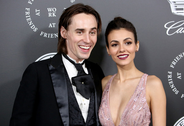 Victoria Justice is dating Reeve Carney
