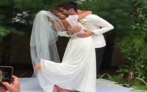 Nev Schulman and Laura Perlongo Kisses on their wedding.
