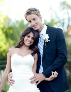 The wedding picture of Lindsay Hartley and Justin Hartley