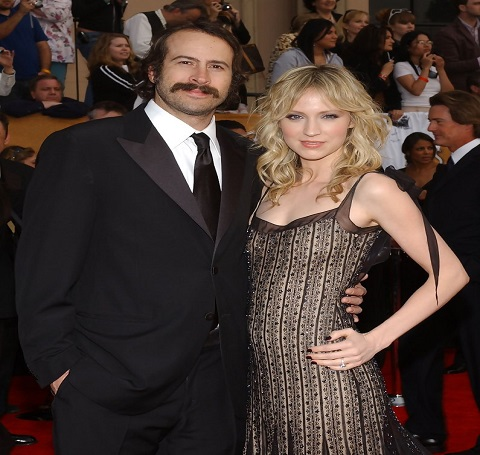 Beth Riesgraf and Jason Lee attending the event together