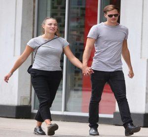 Bill Skarsgard and his girlfriend