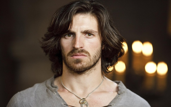 Actor Eoin Macken is suspected to have a new girlfriend after his breakup! Also is the rumors of him being a gay true?
