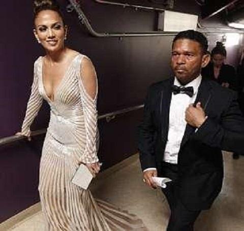 Jennifer Lopez backstage at the Oscars with manager Benny Medina
