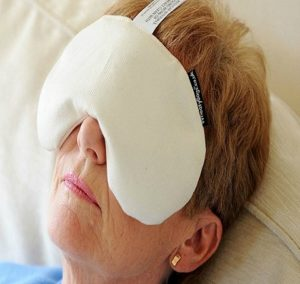 How-To-Make-a-Warm-Compress-for-Eye