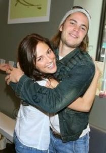 Taylor Kitsch and his former girlfriend Minka Kelly hugging