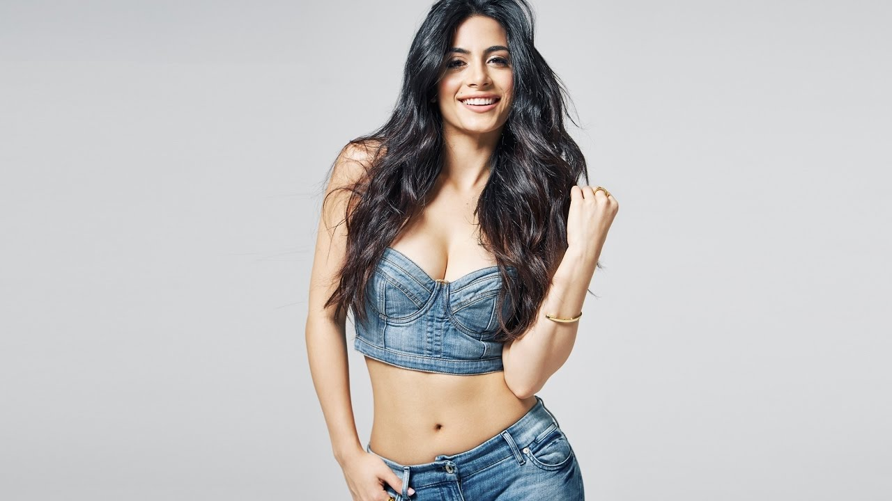 Is Emeraude Toubia dating Prince Royce or Married?