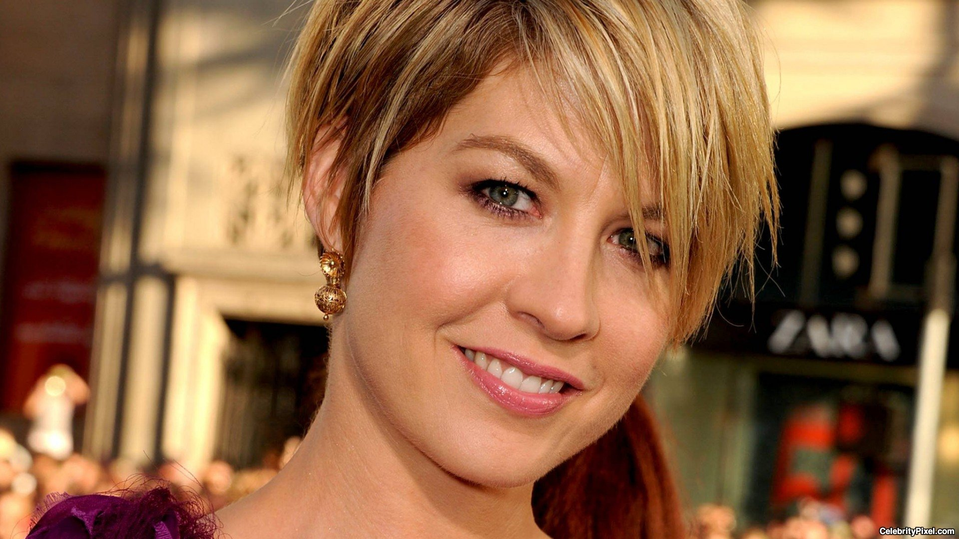 Jenna Elfman is in a married relationship with her husband Bodhi Elfman since 1995.