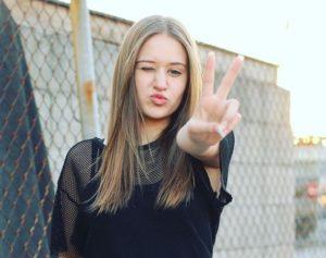 Riley Lewis wiki, bio, dating, boyfriend, net worth
