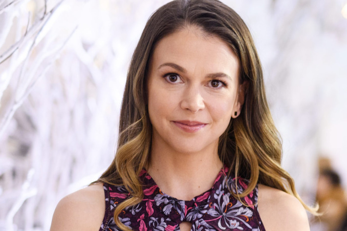 Sutton Foster's wiki-bio: age, birthday, height, parents, family, and ethnicity.