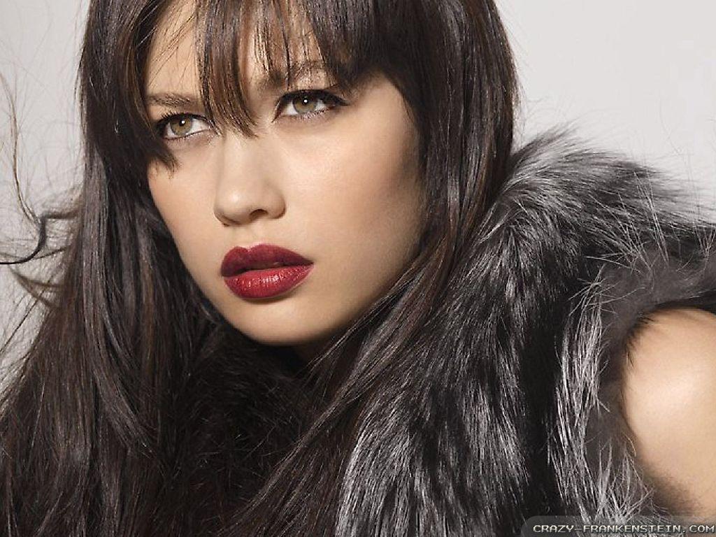 Olga Kurylenko single