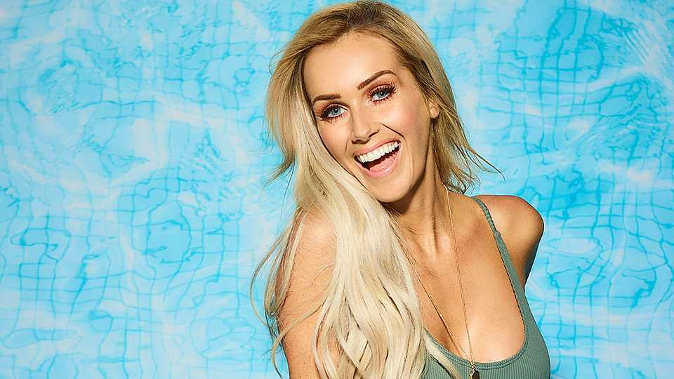 Laura Anderson age, wiki, bio, tv shows, affair, dating, love island 2018, networth, tattoo, parents, ethnicity,