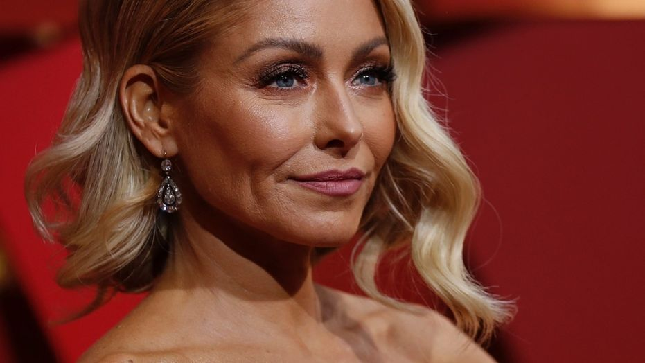 Kelly Ripa Married Life, Husband, Children, TV Shows, Net Worth, Tattoo, Wiki And Bio!
