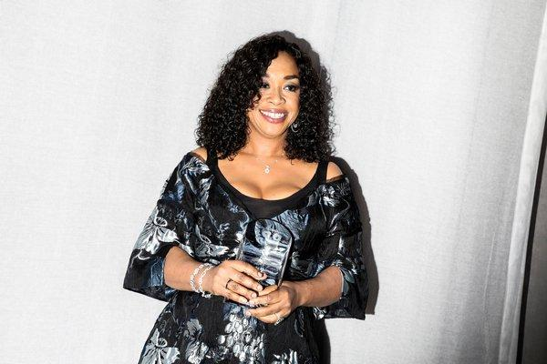 Shonda Rhimes wiki, bio, husband, children, net worth, family, weight