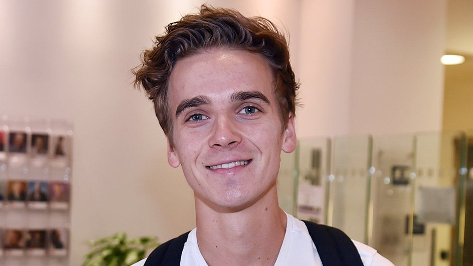 Joe Sugg wiki, bio, girlfriend, net worth, age, height, family