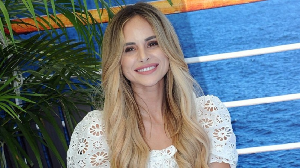 Know Amanda Stanton Past Affairs, Relationships, Children, Net Worth, and Earnings. Amanda Stanton dating relationship with new/current boyfriend Bobby Jacobs. She was previously married to Nick Buonfiglio in 2012, and divorced in 2015.