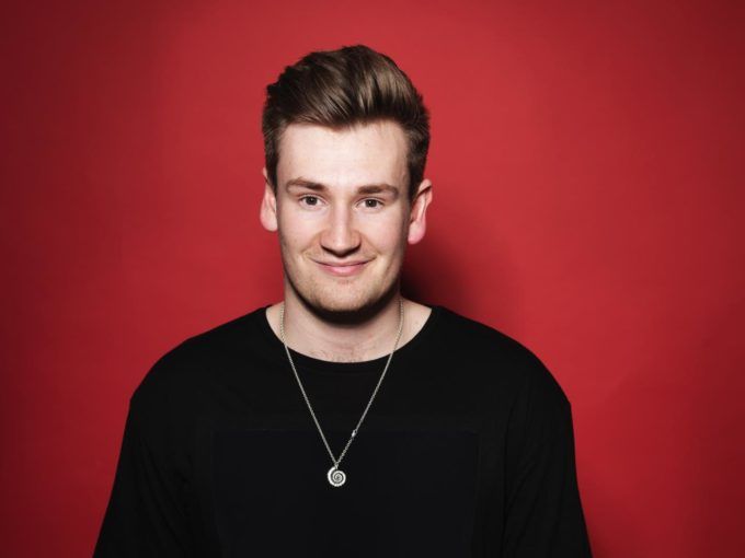 Oli White wiki, bio, girlfriend, net worth, age, family