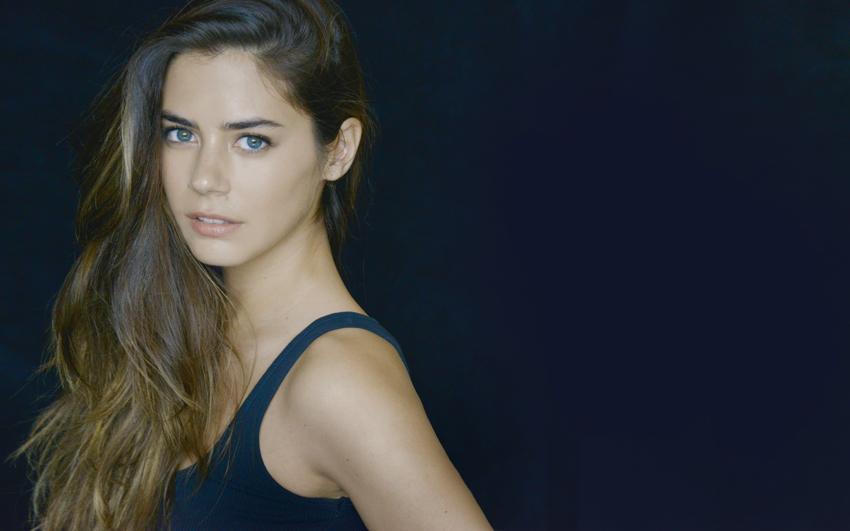 Lorenza Izzo wiki, bio, age, height, family, net worth, husband, divorce