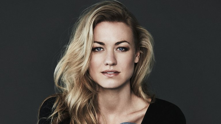 Yvonne Strahovski married