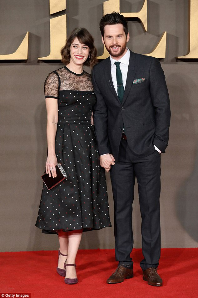 Lizzy Caplan husband