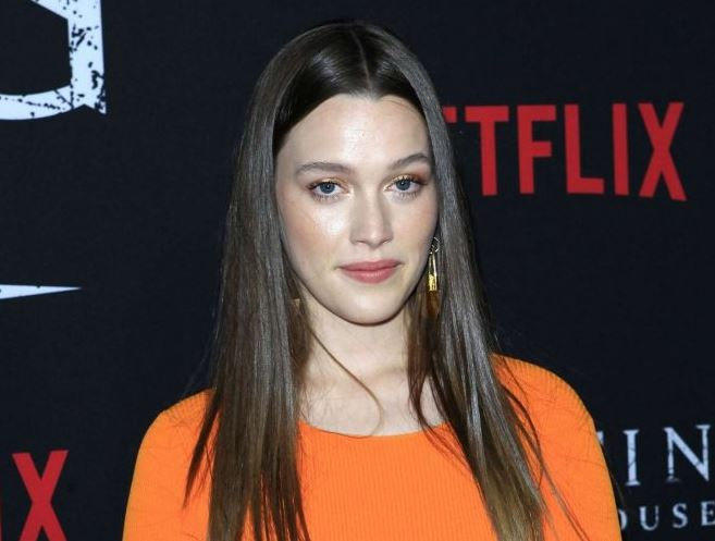 Victoria Pedretti dating life,