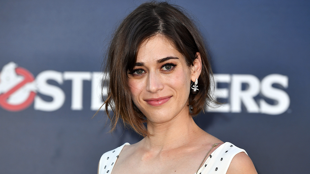 Lizzy Caplan net worth, husband, age, wiki, brother, height