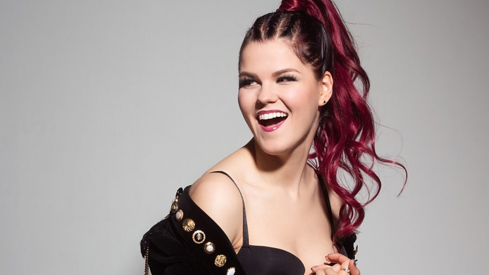 Saara Aalto Bio: Married Her Partner? | Net worth, Albums, Age & Parents