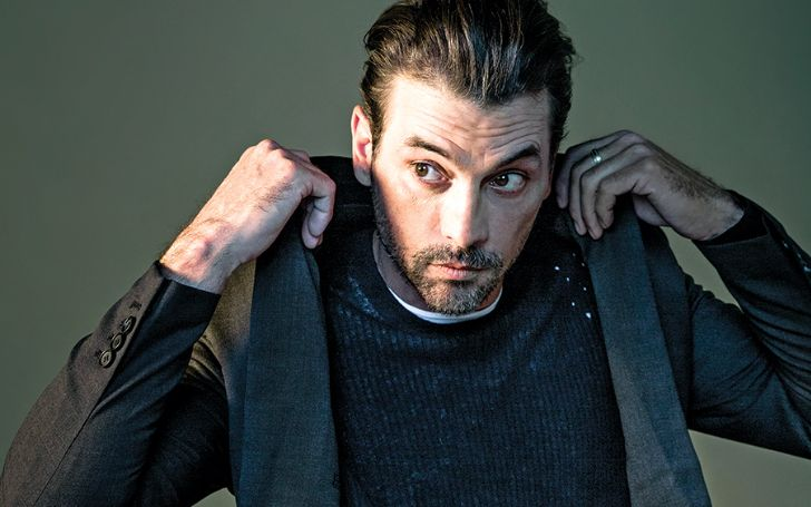 After divorcing with wife Amelia Jackson, Skeet Ulrich is not seeing a girl. Explore all about Skeet Ulrich's age, ethnicity, dating, wife, net worth, divorce, and much more in this wiki-bio.