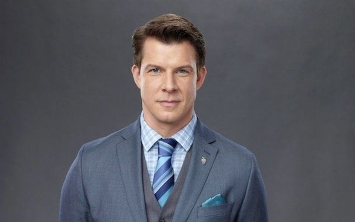 How Much Is Eric Mabius' Net Worth? Know His Married Life, Wife, Children, and Wiki-Bio