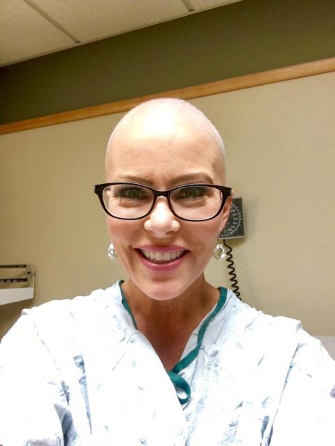 Kelly Fray taking a selfie during her time in chemotherapy,