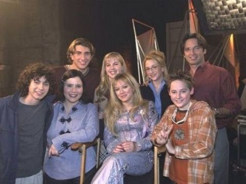 Lizzie McGuire Cast taking a picture together