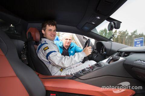 Magnus Carlsen driving his car