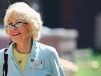 Astrid Menks is in a married relationship with Warren Buffett since 2006.