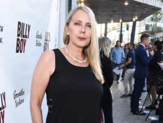 55 years old actress Brenda Bakke who has an estimated net worth of $1 million is reportedly single.