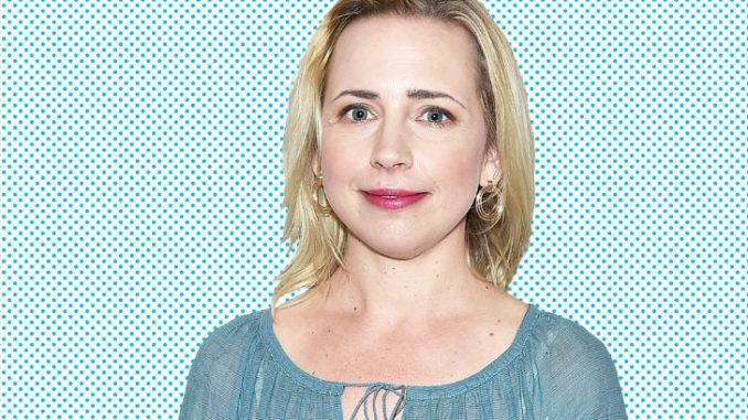 Lecy Goranson is not dating anyone at the moment