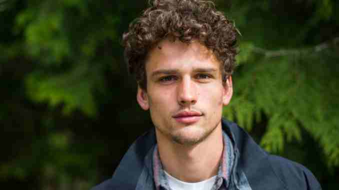 Simon Nessman dated a couple of girls in the past but he is single at the mment. He has a net worth of $10 million.
