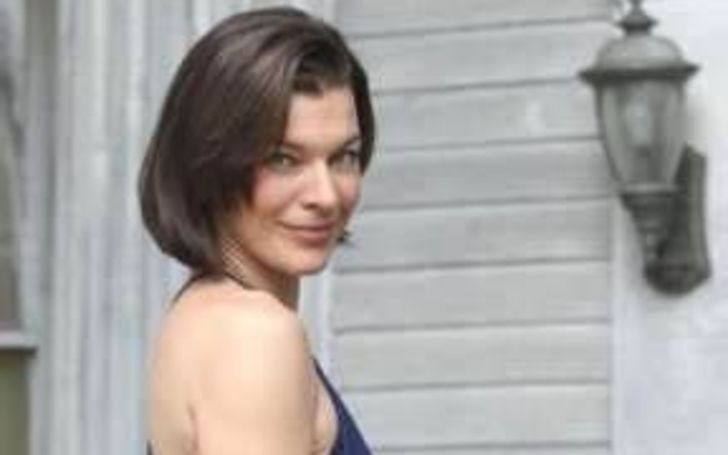 How Much Is Christine Harnos's Net Worth? Know About Her Bio, Wiki, Height, Age, Married, Spouse