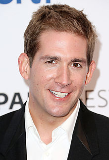 Eric Szmanda was in a love romance with two celebrity