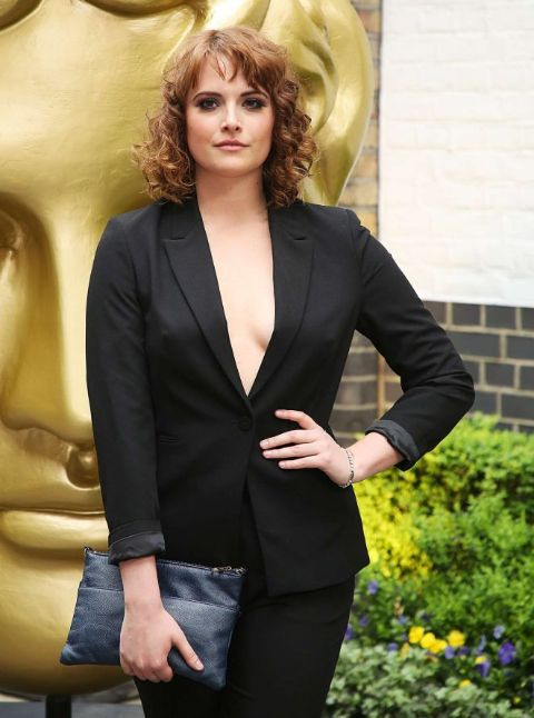 Hannah Britland has been in a relationship with Tom Bateman (2014 - 2016).
