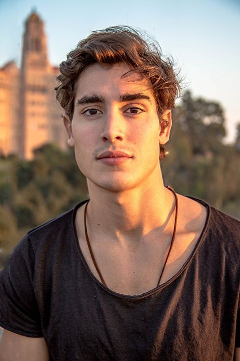 Henry Zaga holds an estimated net worth of $500 thousand.