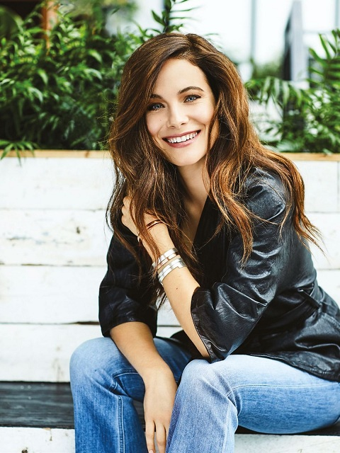 Caroline Dhavernas has net worth of $500 thousend earned from her career.