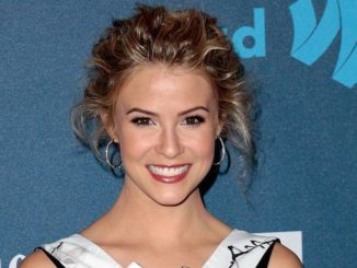 Linsey Godfrey is currently dating Breckin Meyer after her breakup with former boyfriend.