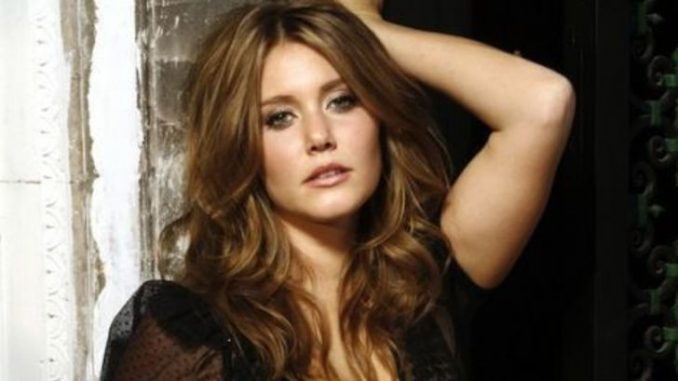 Julianna Guill possesses a net worth of$500 thousand. Guill summoned her fortune from her career as an actress. She featured in several movies and TV series that helped her earn fame as well as prosperity.