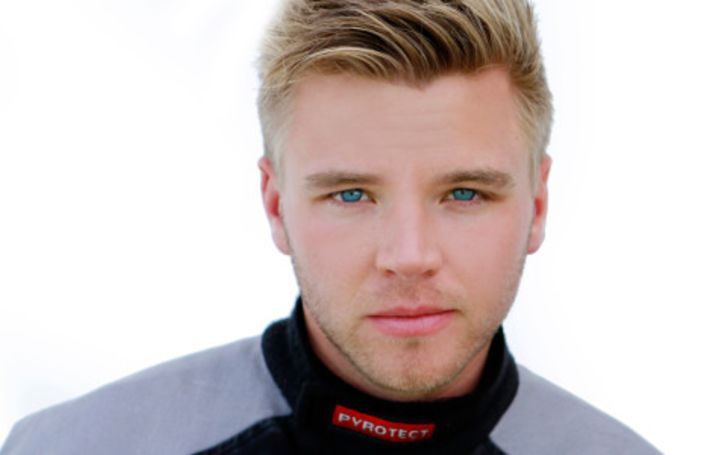 Brett Davern's Wife, Married, Wedding, Children, Wiki-Bio, Age, Height, Net Worth, Salary, Facts