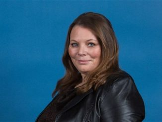 Joanna Scanlan has a net worth of $3 million
