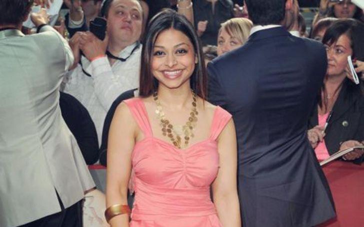 Ayesha Dharker lives with her partner
