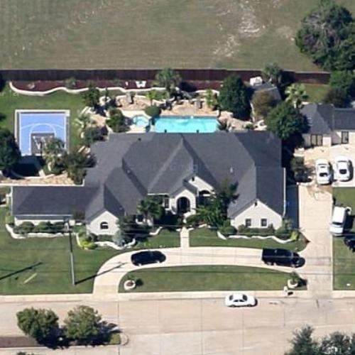 Ilyne Nash enjoys the net worth of $1 million.